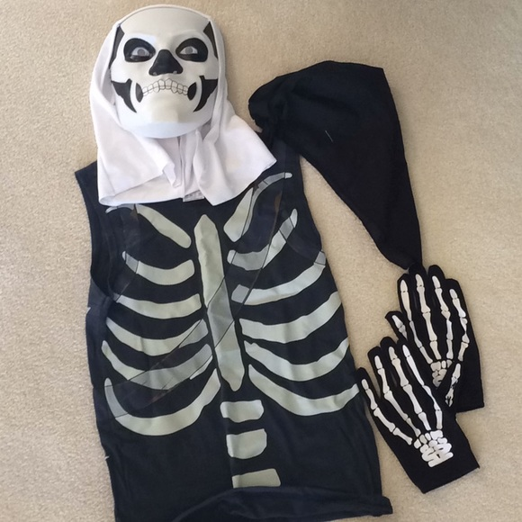 Fortnite Halloween Costumes 2019.Fortnite Skull Trooper Kit From Spirit Size Teen